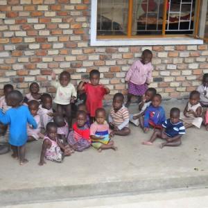Alcuni dei bambini dell'orfanotrofio